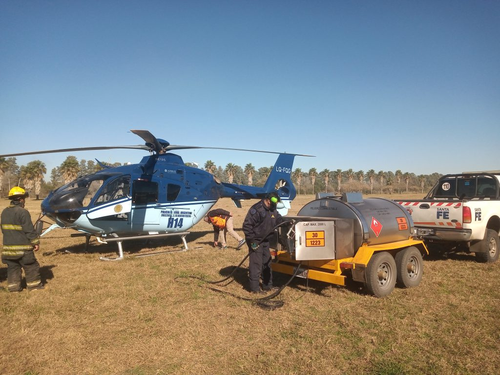 Helicóptero lucha contra incendios